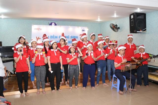 Sẻ chia yêu thương cùng trẻ em khiếm thị  trong đêm Giáng Sinh - 4