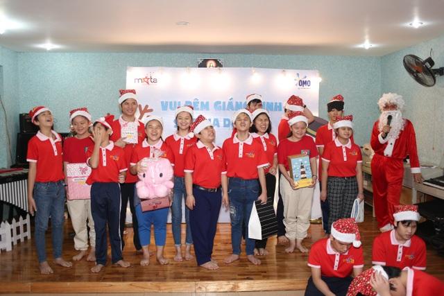 Sẻ chia yêu thương cùng trẻ em khiếm thị  trong đêm Giáng Sinh - 5