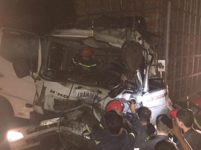 Cắt cabin xe tải giải cứu tài xế bị thương nguy kịch - 1