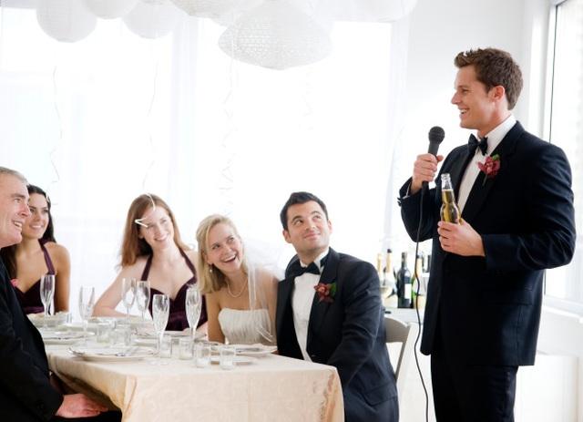 Chú rể tố cô dâu ngoại tình với 8 người đàn ông ngay trong đám cưới - 1