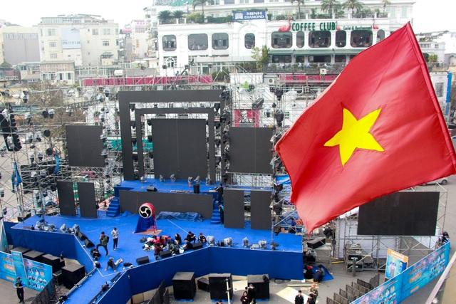 Những điểm xem countdown 2020 đông vui nhất ở Hà Nội - 1