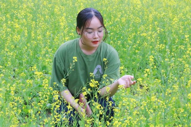 Vườn hoa cải rực vàng đẹp mê hồn khiến du khách nao lòng ở Thung Nham - 8