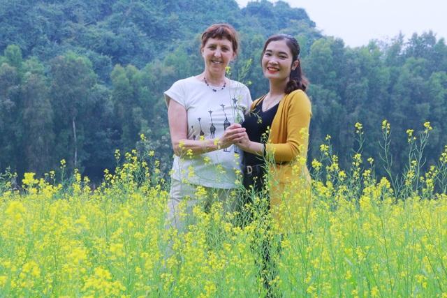 Vườn hoa cải rực vàng đẹp mê hồn khiến du khách nao lòng ở Thung Nham - 19