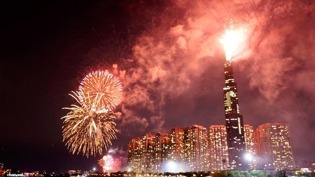 TPHCM bắn pháo hoa tại 7 điểm chào đón năm mới Canh Tý 2020 - 1