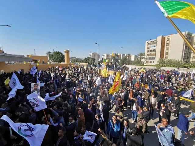 Đại sứ quán Mỹ ở Iraq sơ tán khẩn vì bị người biểu tình tấn công - 3