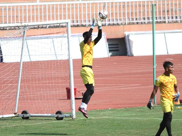 U23 Việt Nam đội nắng tập luyện trong ngày cuối cùng của năm 2019 - 15