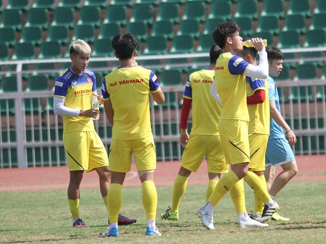 U23 Việt Nam đội nắng tập luyện trong ngày cuối cùng của năm 2019 - 13
