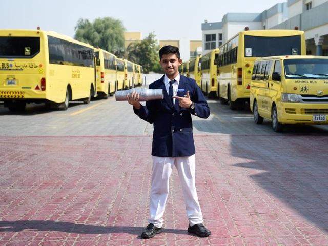 UAE: Học sinh lớp 11 chế tạo thiết bị giảm thiểu và giám sát khí thải xe cộ - 1