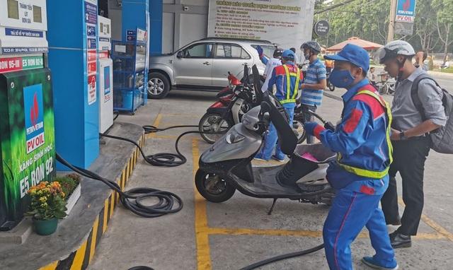 Giá xăng liệu có giảm sâu vào ngày mai? - 1