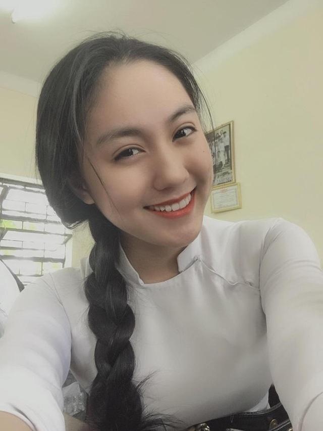 2 nữ sinh Việt như bản sao Địch Lệ Nhiệt Ba cực xinh với áo dài, đồng phục - 3