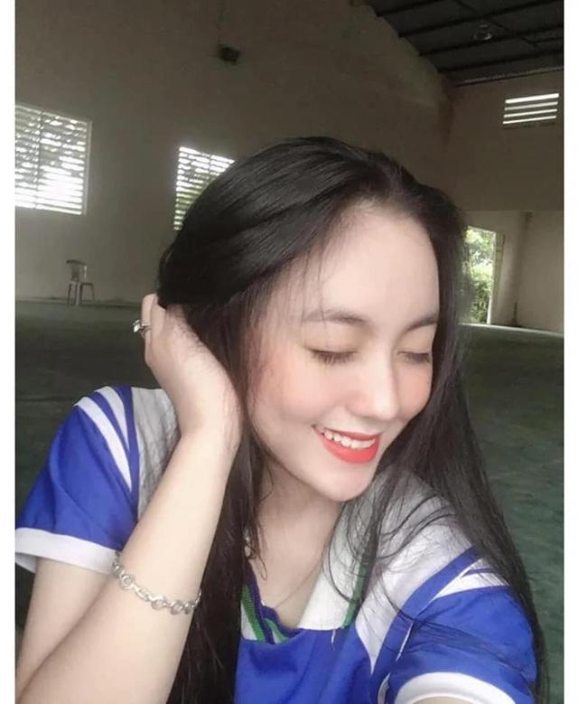 2 nữ sinh Việt như bản sao Địch Lệ Nhiệt Ba cực xinh với áo dài, đồng phục - 4