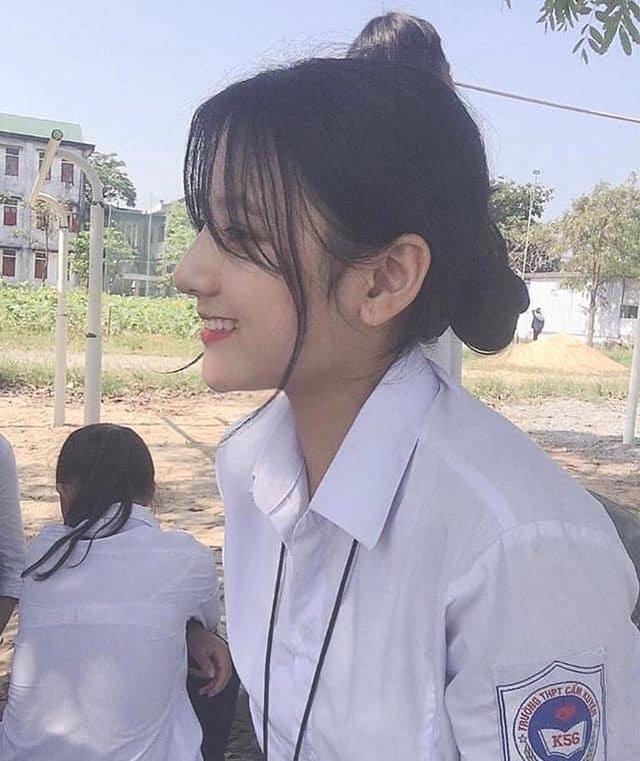 2 nữ sinh Việt như bản sao Địch Lệ Nhiệt Ba cực xinh với áo dài, đồng phục - 5