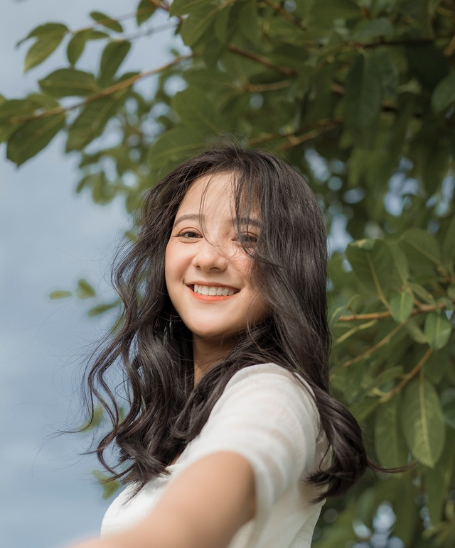 2 nữ sinh Việt như bản sao Địch Lệ Nhiệt Ba cực xinh với áo dài, đồng phục - 7