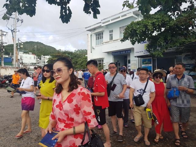 Du khách hân hoan tham quan Nha Trang trong ngày đầu năm mới - 2