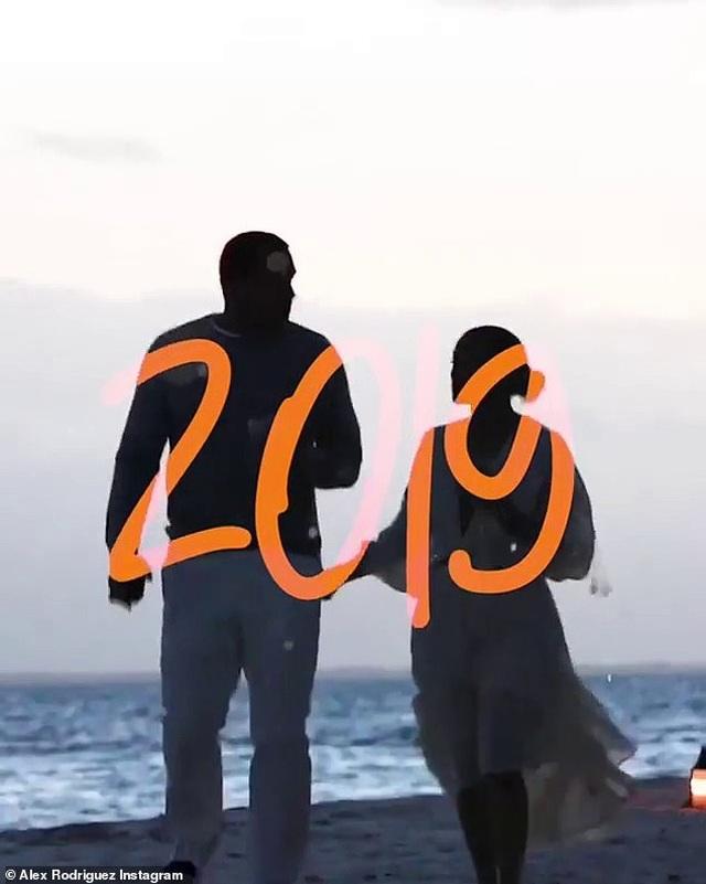 Đón năm mới, bồ trẻ của Jennifer Lopez chia sẻ loạt hình ảnh bên bạn gái - 4