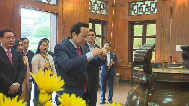 Phó Thủ tướng Vương Đình Huệ thăm, tặng quà các gia đình chính sách, hoàn cảnh khó khăn - 3