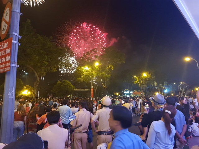 Mãn nhãn với pháo hoa trên bầu trời Sài Gòn - 4