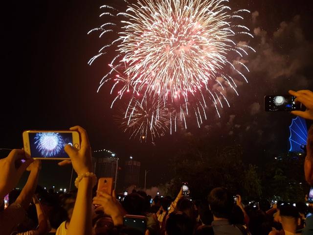 Mãn nhãn với pháo hoa trên bầu trời Sài Gòn - 5