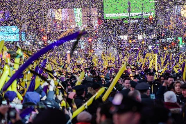 Mỹ tưng bừng chào đón năm mới 2020 - 1