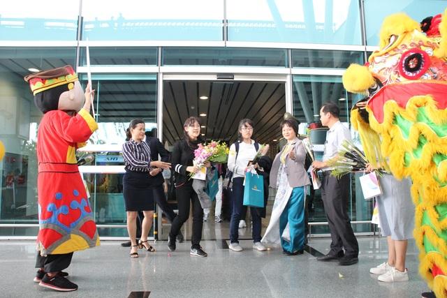 Đà Nẵng đón chuyến bay đầu tiên dịp năm mới - 2