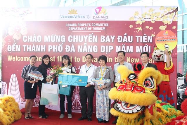 Đà Nẵng đón chuyến bay đầu tiên dịp năm mới - 1