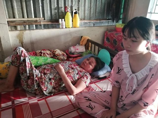 Cô gái nghẹn ngào mượn nhà lập bàn thờ cho cha - 4