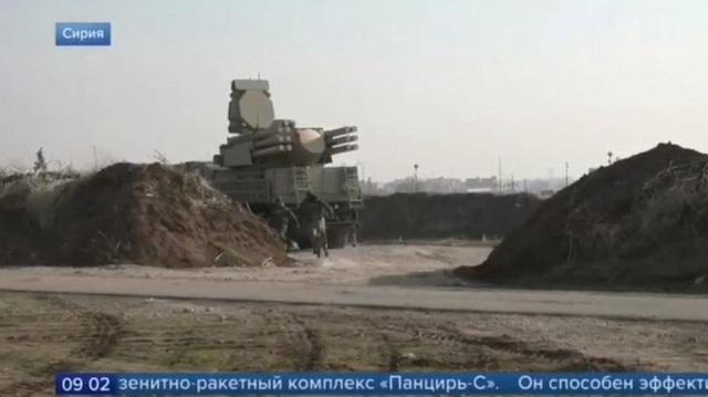 Khí tài Trung Quốc phơi mình trên cao tốc Syria - 2