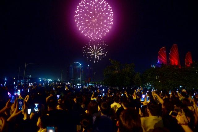 Mãn nhãn với pháo hoa trên bầu trời Sài Gòn - 3