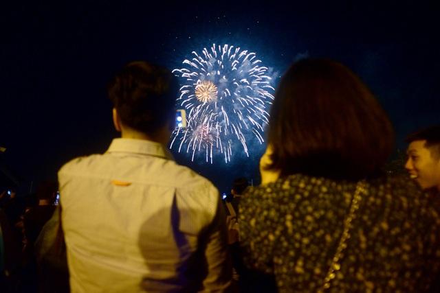 Mãn nhãn với pháo hoa trên bầu trời Sài Gòn - 8
