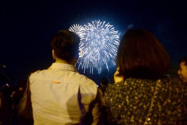 Mãn nhãn với pháo hoa trên bầu trời Sài Gòn - 11