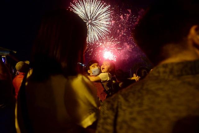 Mãn nhãn với pháo hoa trên bầu trời Sài Gòn - 12