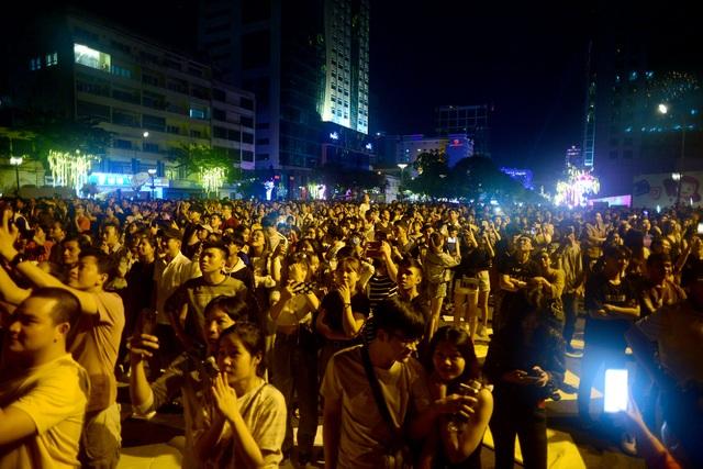 Mãn nhãn với pháo hoa trên bầu trời Sài Gòn - 1