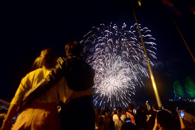 Mãn nhãn với pháo hoa trên bầu trời Sài Gòn - 2