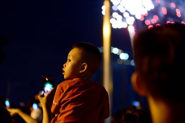 Mãn nhãn với pháo hoa trên bầu trời Sài Gòn - 10