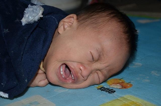 Bà mẹ đơn thân ôm con trai không có hậu môn sống cơ cực trong đói nghèo - 5