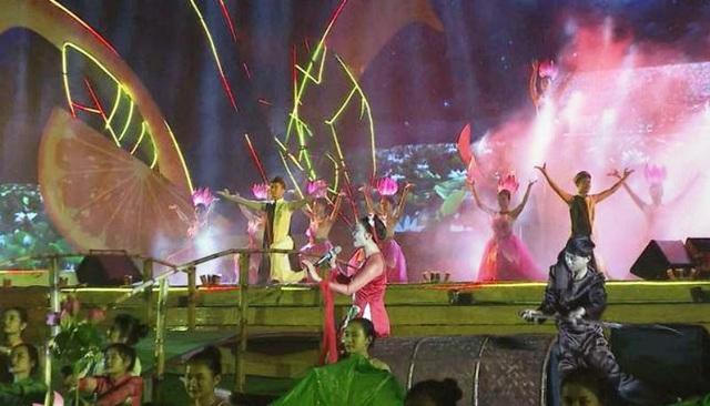 Phó Thủ tướng dự Lễ hội Cam Vinh vàđón năm mới tại Nghệ An - 2