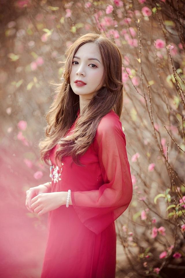 Thiếu nữ Hà thành khoe sắc bên vườn đào ngày Xuân - 2