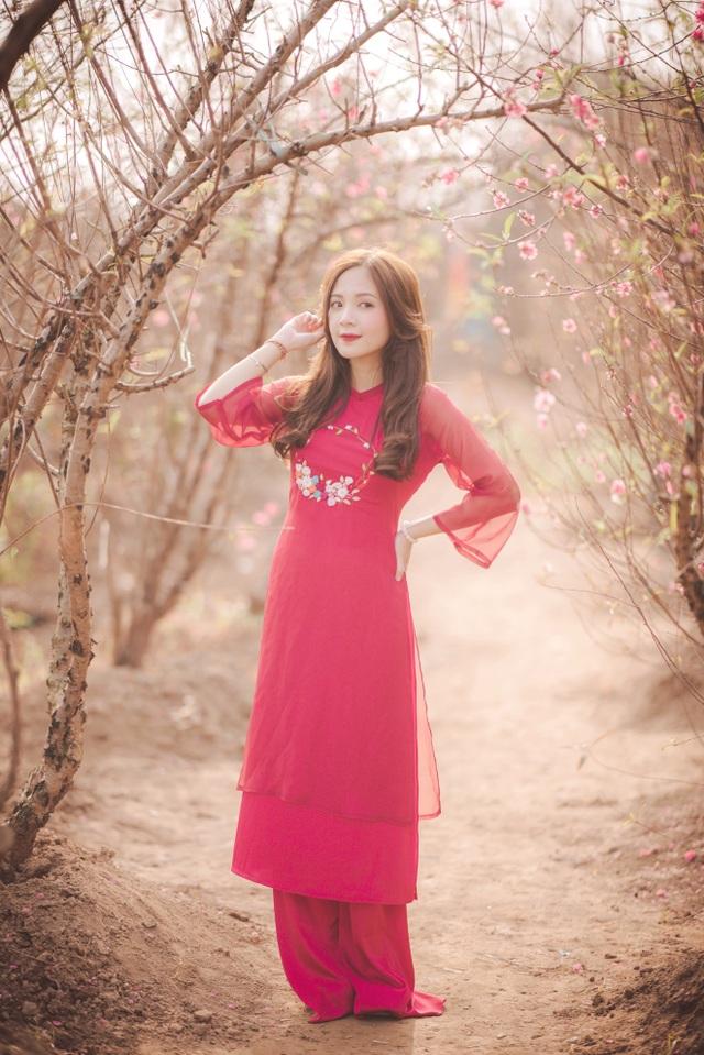 Thiếu nữ Hà thành khoe sắc bên vườn đào ngày Xuân - 12