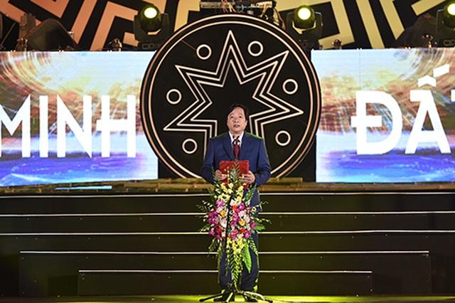 """Thuỳ Chi, Ngô Hồng Quang """"cháy hết mình"""" trong đêm nghệ thuật chào đón năm mới 2020 - 1"""