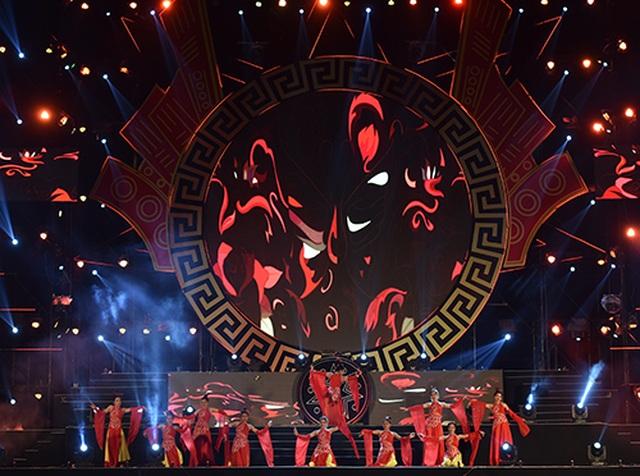 """Thuỳ Chi, Ngô Hồng Quang """"cháy hết mình"""" trong đêm nghệ thuật chào đón năm mới 2020 - 9"""
