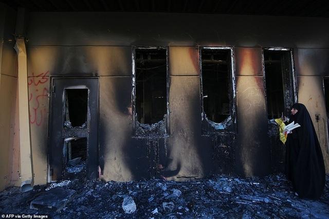 Đại sứ quán Mỹ ở Iraq tan hoang sau vụ tấn công của người biểu tình - 2
