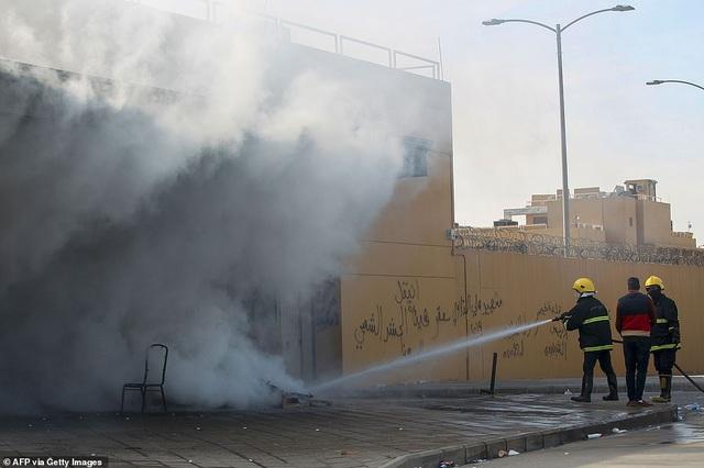 Đại sứ quán Mỹ ở Iraq tan hoang sau vụ tấn công của người biểu tình - 4