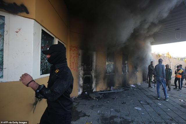 Đại sứ quán Mỹ ở Iraq tan hoang sau vụ tấn công của người biểu tình - 6