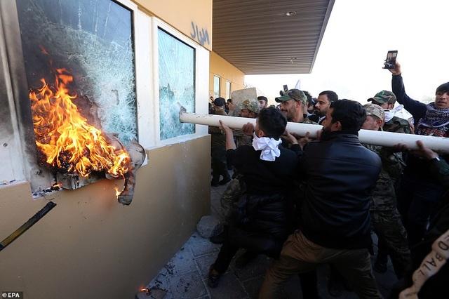 Đại sứ quán Mỹ ở Iraq tan hoang sau vụ tấn công của người biểu tình - 5