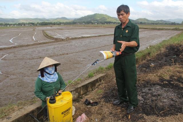 Cựu chiến binh vận động dân gom vỏ thuốc bảo vệ thực vật để bảo vệ môi trường - 2