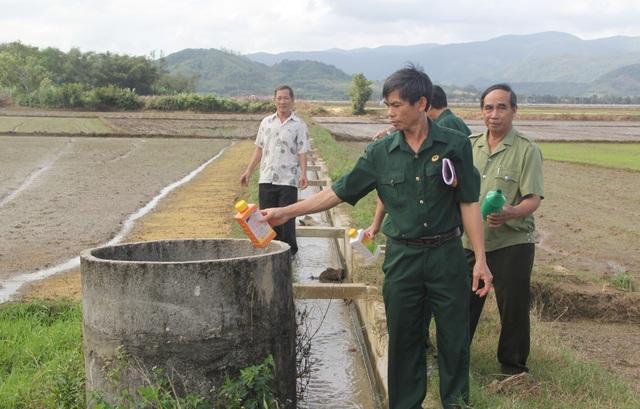 Cựu chiến binh vận động dân gom vỏ thuốc bảo vệ thực vật để bảo vệ môi trường - 5