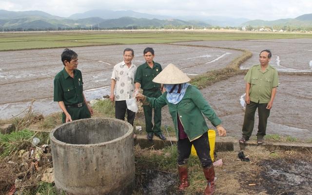 Cựu chiến binh vận động dân gom vỏ thuốc bảo vệ thực vật để bảo vệ môi trường - 3