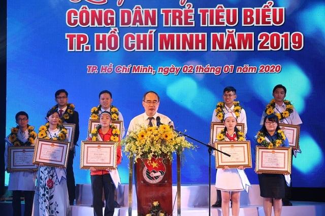 TP.HCM tuyên dương 12 Công dân trẻ tiêu biểu - 1