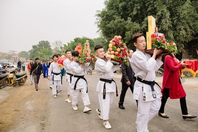 """Đội bê tráp mặc trang phục võ thuật trong đám hỏi xứ Nghệ gây """"sốt"""" - 3"""