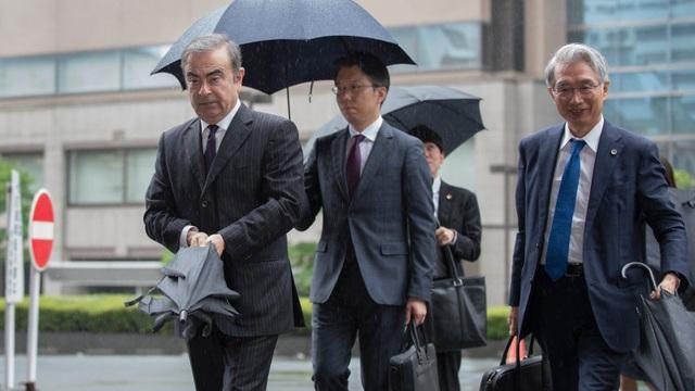 Cựu chủ tịch Nissan bị Interpol truy nã - 1